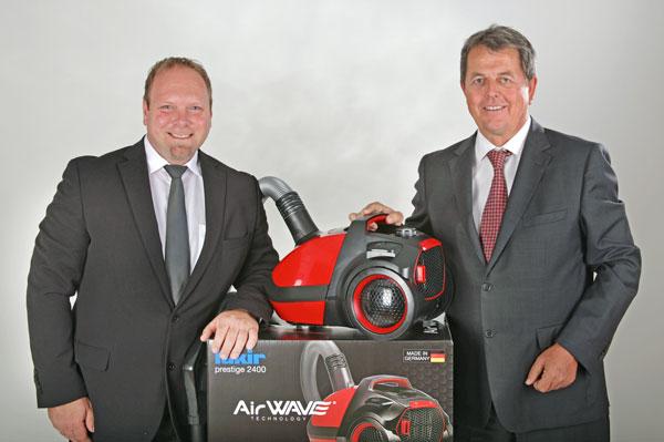 Scott Taylor (links) und Holger R. Terstiege präsentieren die neue Air Wave-Reihe