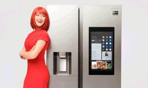 Miss IFA präsentiert: RS8000 FamilyHub von Samsung