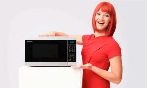 Miss IFA präsentiert: Mikrowelle Modell YC-MG01E von UMC (Sharp)