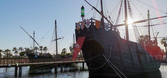 Gespräche an Bord: Für Flair am Abend sorgt die Nachbildung der Santa Maria von Christoph Kolumbus in Huelva – Foto: ssc