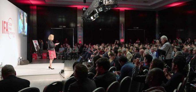 Erst seit kurzem ist Marlies Gebetsberger bei Philips Personal Health Leader für den deutschsprachigen Markt. Auf der IFA GPC präsentiert sie, was das Unternehmen in Berlin zeigen wird – Foto: Messe Berlin