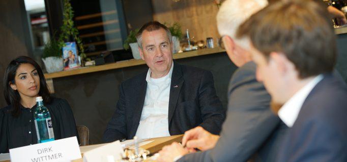 Dirk Wittmer im Austausch mit Lutz Rossmeisl