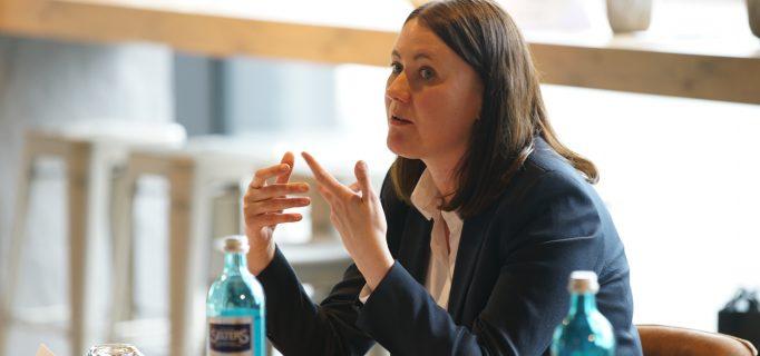 """""""Frauen haben weniger Vorurteile gegenüber Frauen in der Beratung"""" berichtet Julia Fröhlich."""