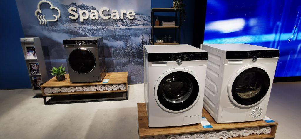 In der Halle 5.1 stellte dieses Jahr das Unternehmen Midea seine Haushaltsgeräte – hier Waschmaschinen – aus.