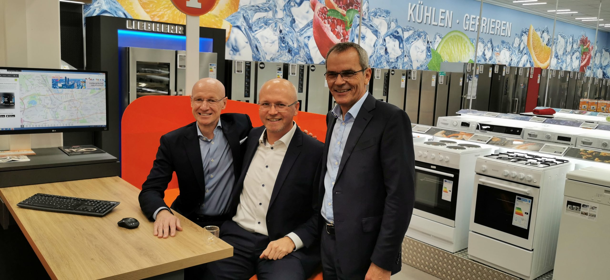 Frank Harder, Christoph Komor und Dr. Stefan Müller auf der Beratungsinsel