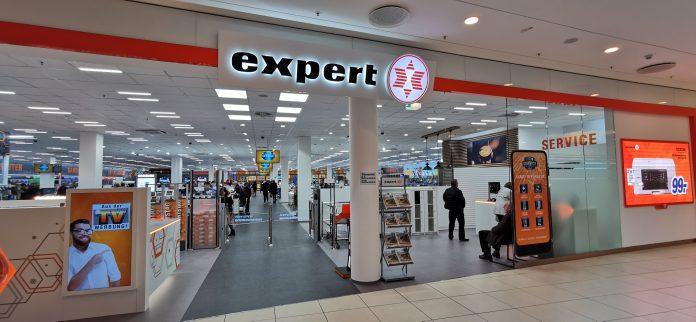 Eingang expert Fachmarkt Langenhagen. Foto: expert