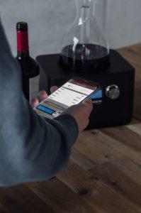 Gastroback Home Sommelier 47000 Automatisches Wein-Dekantieren in Minuten mit App-Verknüpfung. Foto: Gastroback