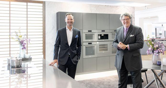 Die Miele Geschäftsführer Dr. Axel Kniehl und Dr. Reinhard Zinkann. Foto: Miele