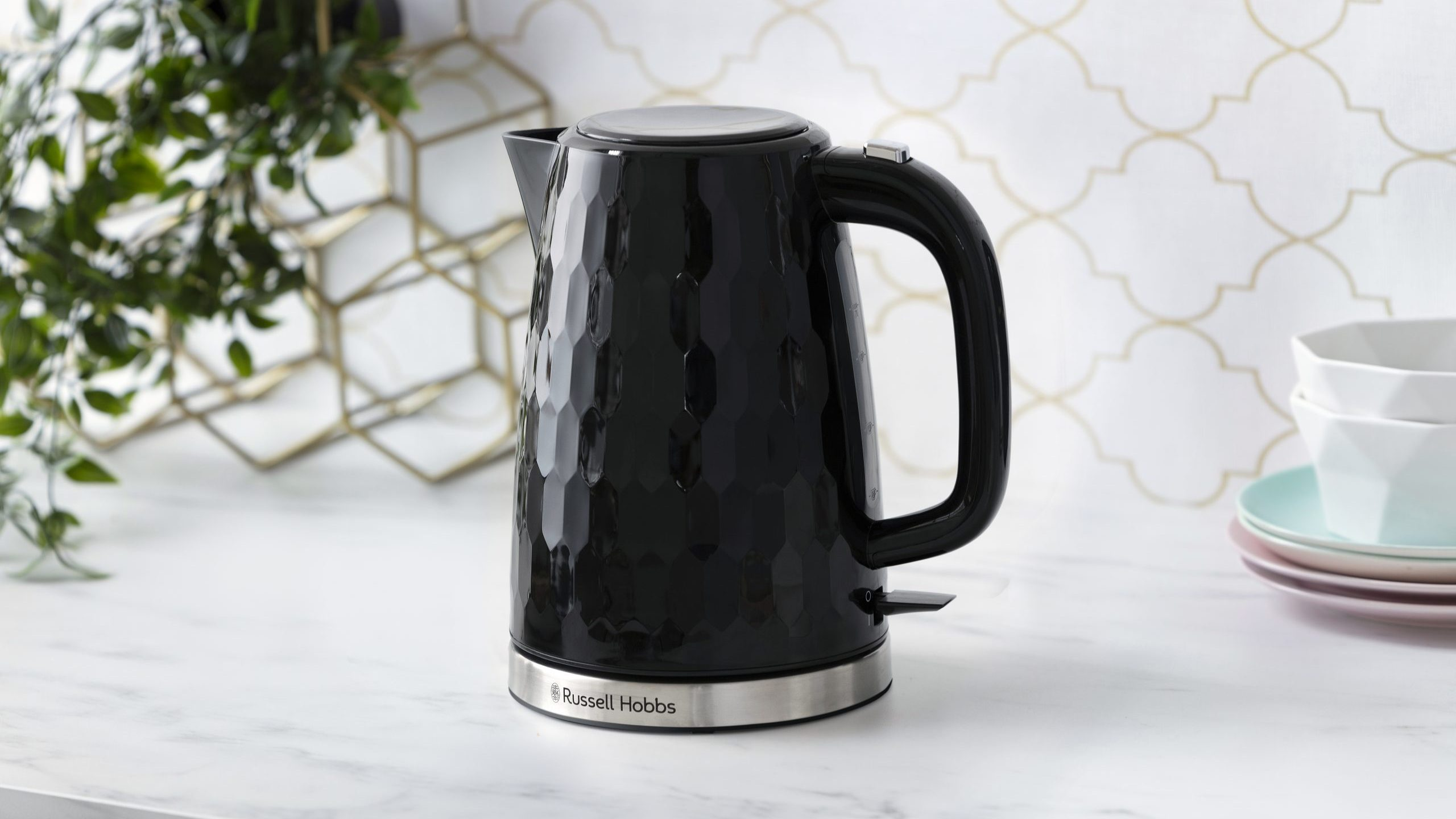 Russell Hobbes Honeycomb Wasserkocher in schwarz. Foto: Russell Hobbes