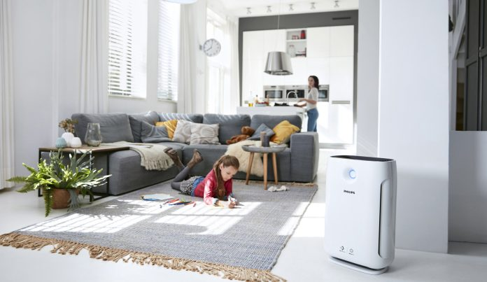 Philips Luftreiniger im Wohnzimmer. Foto: Philips