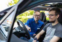 Euronics-Händler Probefahrt im Elektroauto Aiways U5